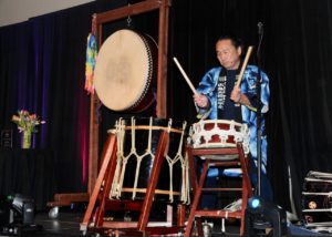 """""""Artist bridges cultures in a quest for peace"""" published in The Arizona Republic"""